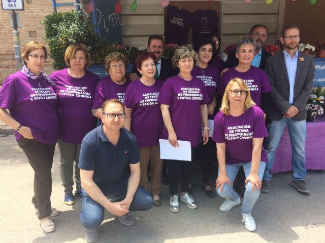 Totana commemorates the International Day of Fibromyalgia and Chronic Fatigue, with the reading of a manifesto and awareness actions in the Mobile Information Point