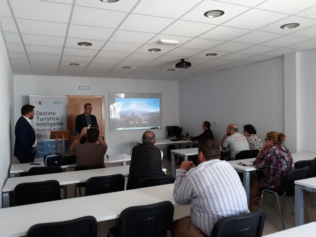 La Comunidad presenta en Mazarrón las ventajas de la herramienta de inteligencia turística
