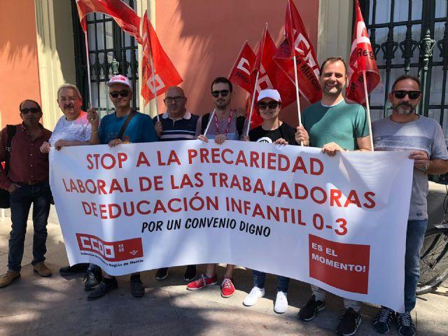 CCOO Enseñanza protesta contra la firma del convenio en Educación Infantil que perpetúa la precariedad laboral - 1, Foto 1