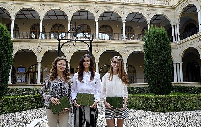Los premiados en la I Olimpiada Constitucional reciben su distinción en la Universidad de Murcia, Foto 1