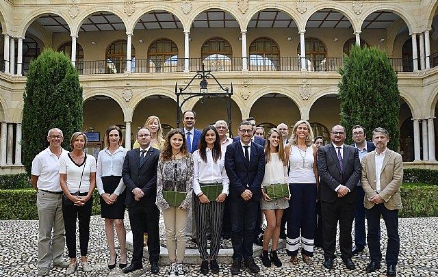 Los premiados en la I Olimpiada Constitucional reciben su distinción en la Universidad de Murcia, Foto 2