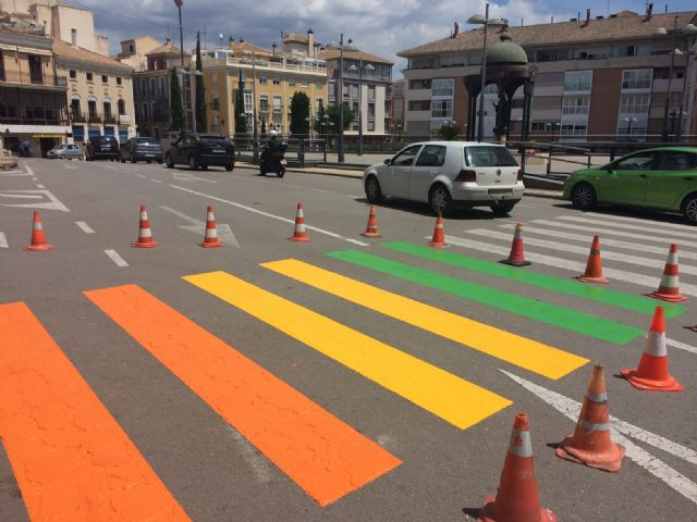 Totana paints five steps of pedestrians with the colors of the gay flag to raise awareness of the rights of the LGTBI collective
