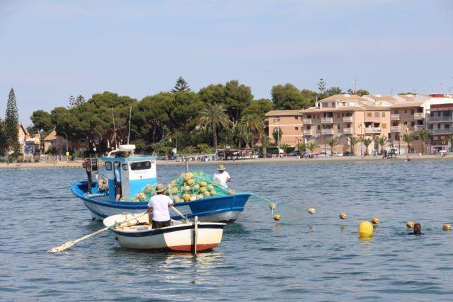 Avanza la instalación de redes antimedusas en las zonas de baño del Mar Menor - 1, Foto 1