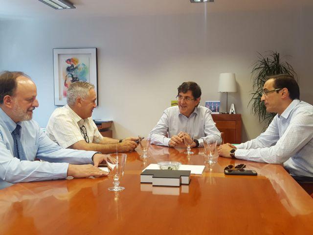 Villegas se reúne con los alcalde de Ojós  y Ulea para tratar sobre la mosca negra - 1, Foto 1