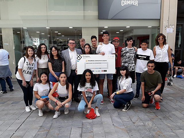 Students from the Reina Sofía school have received the prize for Social solidarity from the Ministry of Education - 2