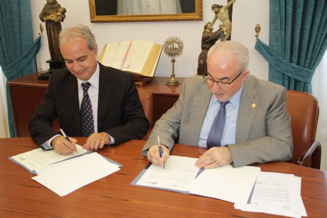 La UCAM firma un convenio que facilita la adaptación al Grado para los Graduados Sociales - 1, Foto 1