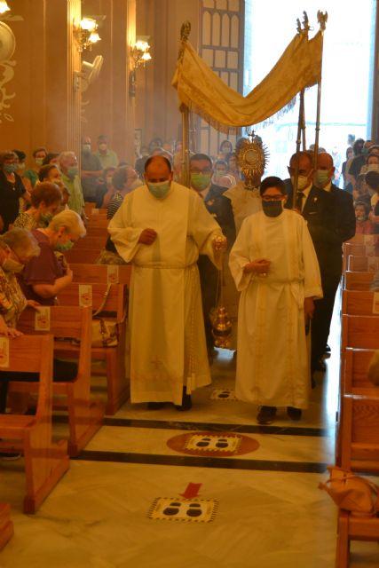 Una misa y una procesión por el interior de la iglesia de San Juan, únicos actos en el Día Grande del Patrón, Corpus Christi - 3, Foto 3