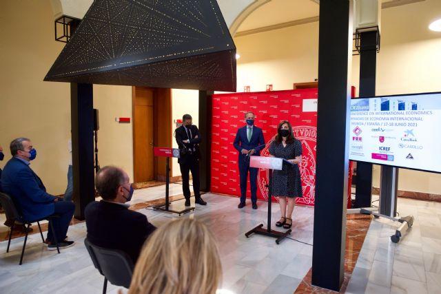 Especialistas de las mejores instituciones de Economía del mundo se dan cita en la Universidad de Murcia - 2, Foto 2