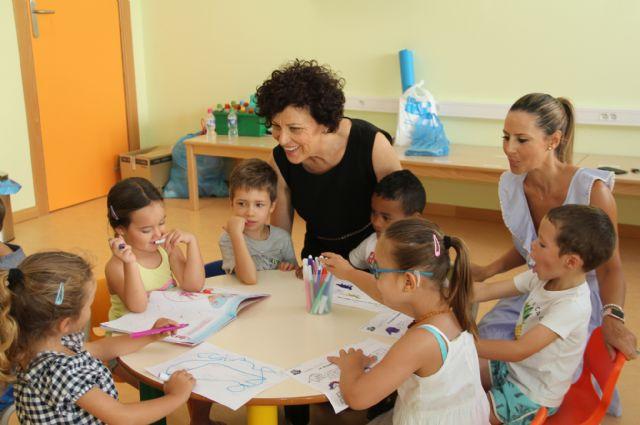 Un centenar de niños disfrutan y aprenden en la Escuela de Verano de la Red Municipal de Guarderías - 1, Foto 1