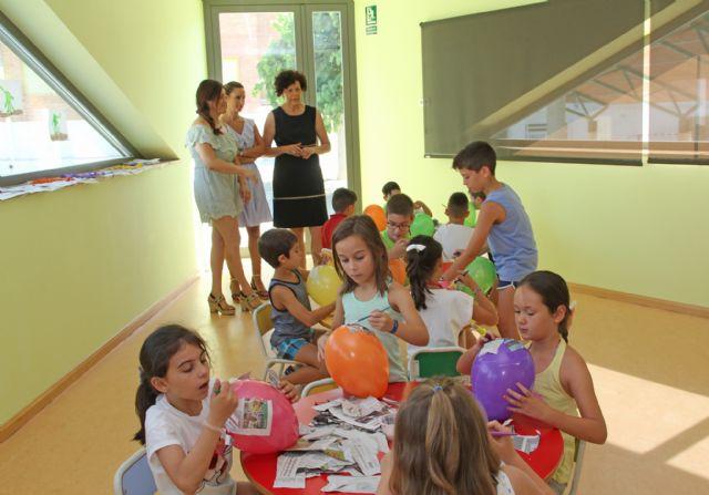 Un centenar de niños disfrutan y aprenden en la Escuela de Verano de la Red Municipal de Guarderías - 2, Foto 2
