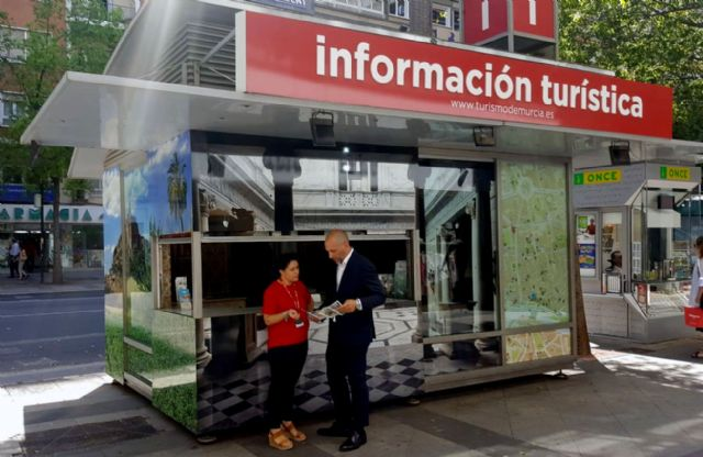 La Oficina de Turismo de Gran Vía Escultor Salzillo amplía su horario durante los meses de verano - 1, Foto 1
