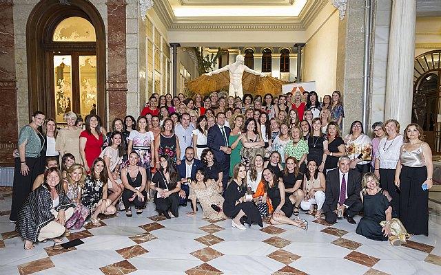 Más de 100 personas acuden a la I Cena de Verano de la Organización de Mujeres Empresarias, Profesionales y Directivas de la Región de Murcia, Foto 2