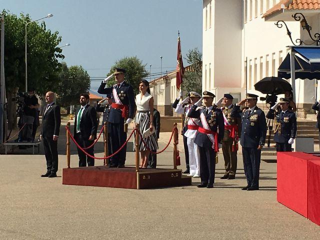 Los Reyes presiden en San Javier la entrega de despachos a los 99 nuevos Tenientes del Ejército del Aire en la AGA - 1, Foto 1