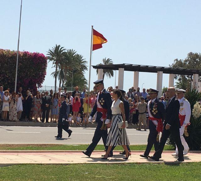 Los Reyes presiden en San Javier la entrega de despachos a los 99 nuevos Tenientes del Ejército del Aire en la AGA - 4, Foto 4