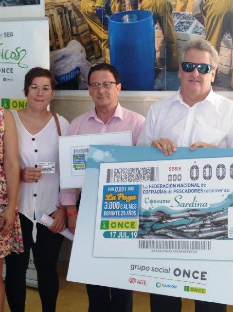La ONCE presenta en la lonja de pescadores su cupón para promocionar el consumo de sardina, Foto 2