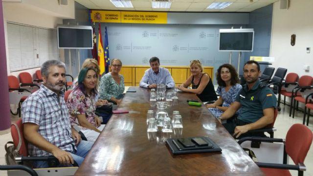 Reunión en la Delegación del Gobierno para abordar el incremento de puestos de venta ilegal, Foto 1