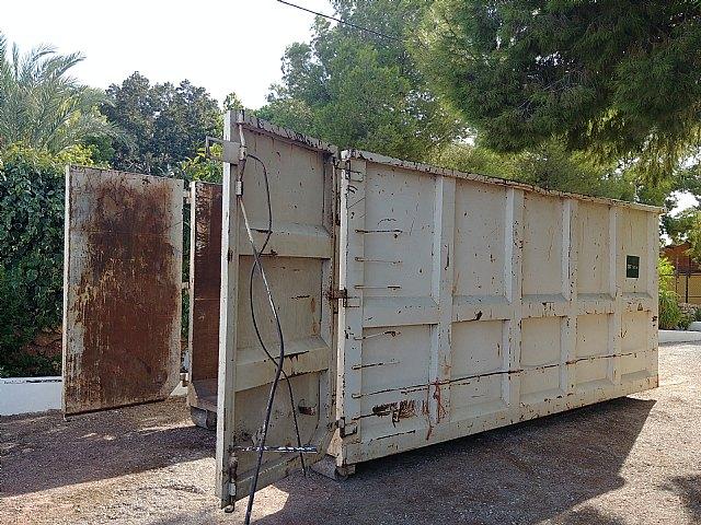 Instan a realizar un uso adecuado de los contenedores en las zonas de los Huertos y las pedan�as en verano, Foto 3