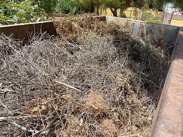 Instan a realizar un uso adecuado de los contenedores en las zonas de los Huertos y las pedan�as en verano, Foto 5