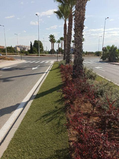 El Ayuntamiento aumenta la biodiversidad urbana y mejora la calidad ambiental gracias al Plan de Mejoras en Medianas y Rotondas - 2, Foto 2