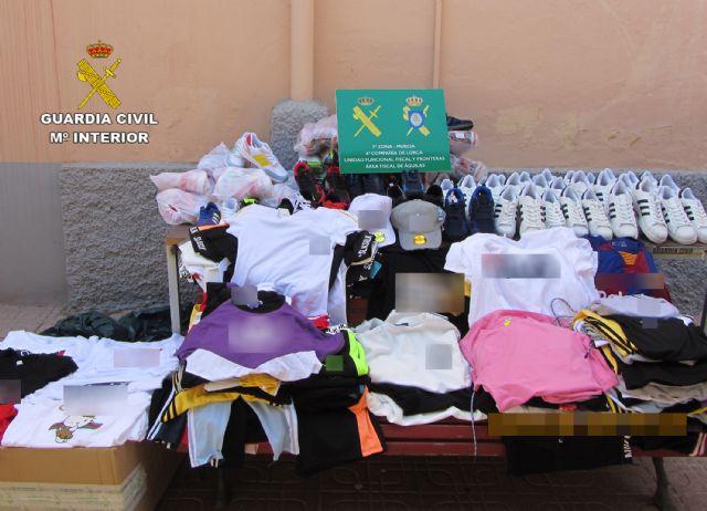 La Guardia Civil se incauta de 1.500 productos falsificados e investiga a cuatro personas, Foto 1