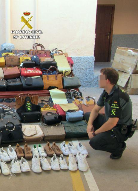 La Guardia Civil se incauta de 1.500 productos falsificados e investiga a cuatro personas, Foto 3