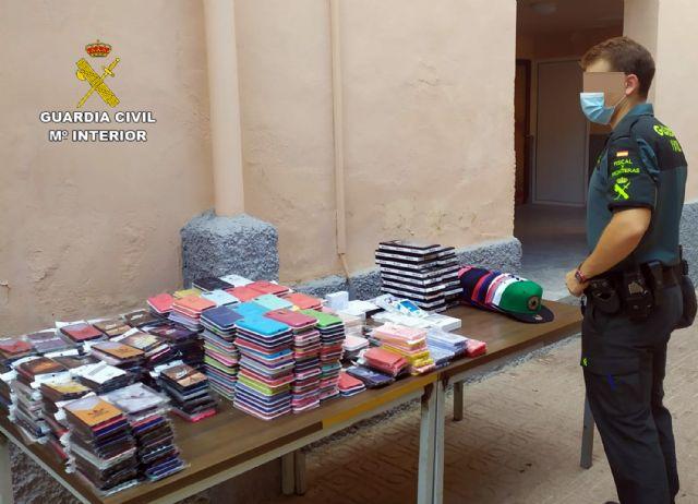 La Guardia Civil se incauta de 1.500 productos falsificados e investiga a cuatro personas, Foto 6