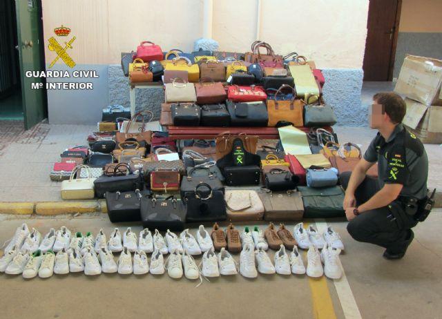 La Guardia Civil se incauta de 1.500 productos falsificados e investiga a cuatro personas, Foto 7