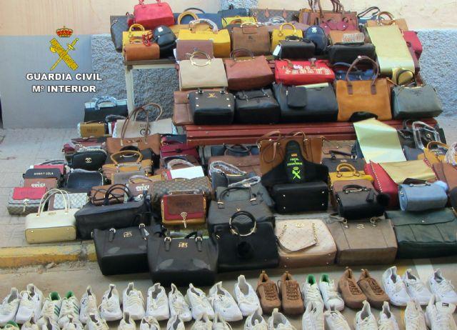La Guardia Civil se incauta de 1.500 productos falsificados e investiga a cuatro personas, Foto 8