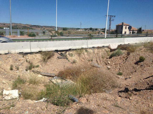 El PSOE muestra su perplejidad por que la Costera Norte siga con el carril bici y las rotondas a medio 14 meses después de su apertura - 1, Foto 1