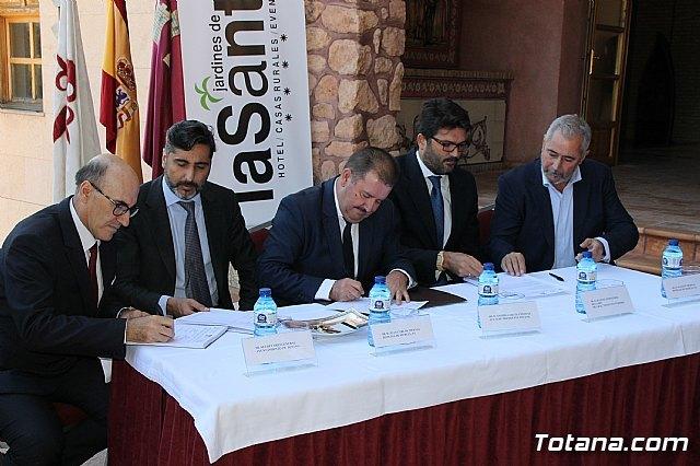 El director general del Instituto de Turismo asiste a la toma de posesión del Hotel de La Santa por parte de sus nuevos gestores, la empresa Hoteles de Murcia, Foto 1
