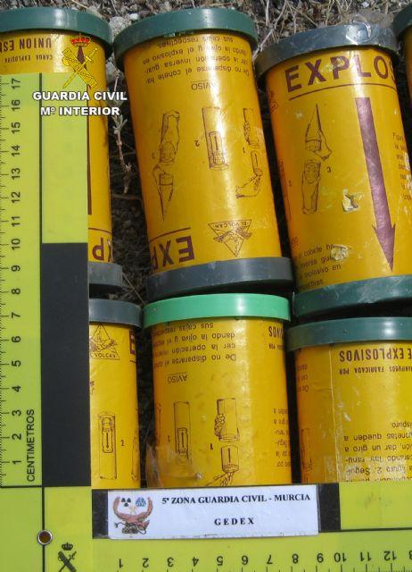 La Guardia Civil desactiva diverso material explosivo hallado en una finca de Jumilla - 1, Foto 1