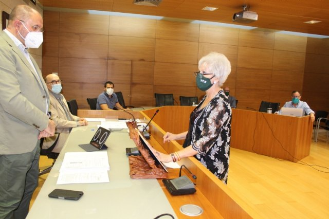 Rosa Giménez Collazos, of the Municipal Group VOX, takes possession of the act of councilor of the Municipal Corporation; replacing its previous spokesperson