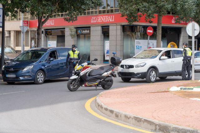 La Policía Local de Cartagena participa en una campaña de tráfico para controlar las distracciones al volante - 1, Foto 1