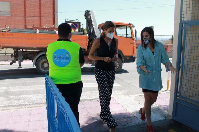 La Alcaldesa asiste al simulacro de entrada y salida a un colegio en la preparación de la vuelta al cole - 2, Foto 2