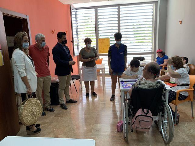Aidemar abre un nuevo Centro de Día y adquiere un autobús para paliar la reducción de aforo marcada por la pandemia - 1, Foto 1