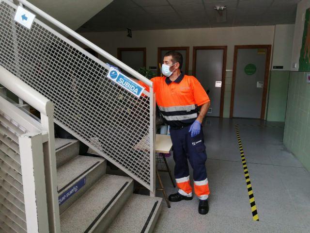 El Ayuntamiento de Molina de Segura ha empleado más de 10.500 horas de trabajo en labores de limpieza y desinfección de los centros educativos de la localidad - 3, Foto 3