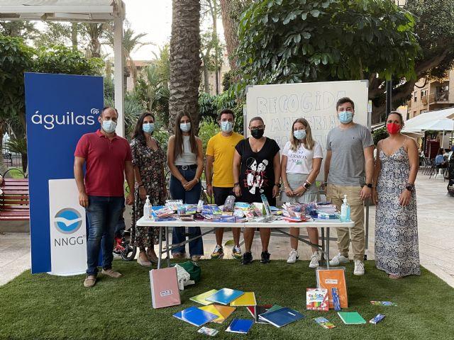 Nuevas Generaciones Águilas recoge gran cantidad de material escolar para colaborar con la labor de Cruz Roja - 1, Foto 1