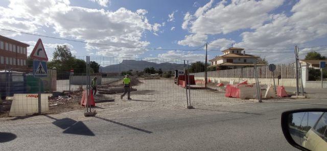 El Ayuntamiento de Lorca inicia los trabajos de acondicionamiento para habilitar como aparcamiento un solar situado junto al colegio de Campillo - 1, Foto 1