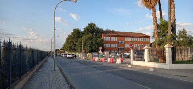 El Ayuntamiento de Lorca inicia los trabajos de acondicionamiento para habilitar como aparcamiento un solar situado junto al colegio de Campillo - 2, Foto 2