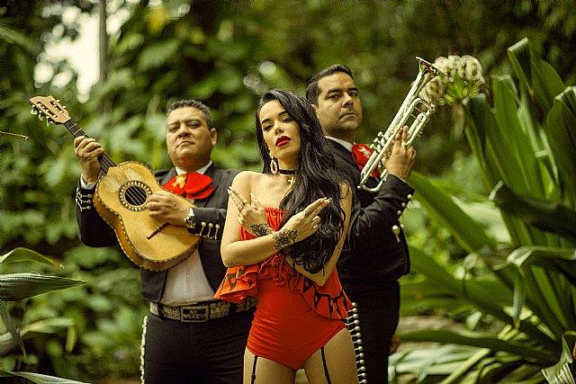 """Beatriz Luengo presenta su nuevo single y videoclip """"Chanteito Pa´ Un Ex"""" junto a Darell - 1, Foto 1"""