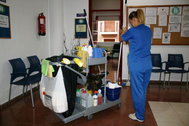 Se adjudica a la mercantil Agrupación Díez de Mula, SL el nuevo servicio de limpieza de interiores en centros e instalaciones municipales de Totana, Foto 1
