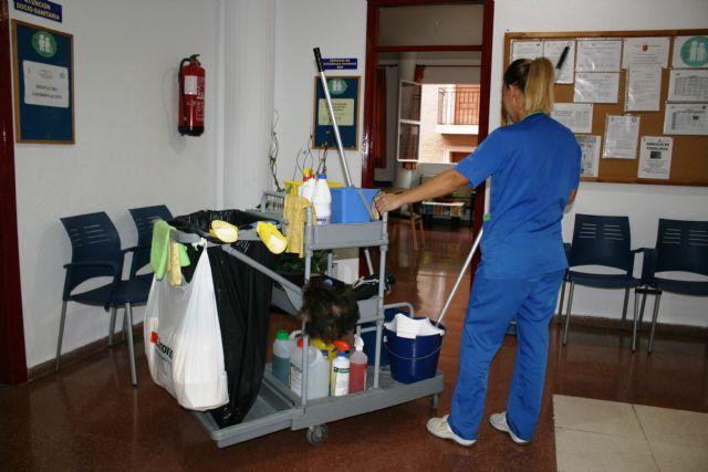 Se adjudica a la mercantil Agrupación Díez de Mula, SL el nuevo servicio de limpieza de interiores en centros e instalaciones municipales de Totana, Foto 2