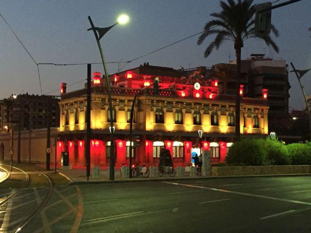 Los colores de la bandera nacional engalanan el edificio anexo al Ayuntamiento y la sede de Aguas de Murcia con motivo del Día de la Hispanidad - 1, Foto 1