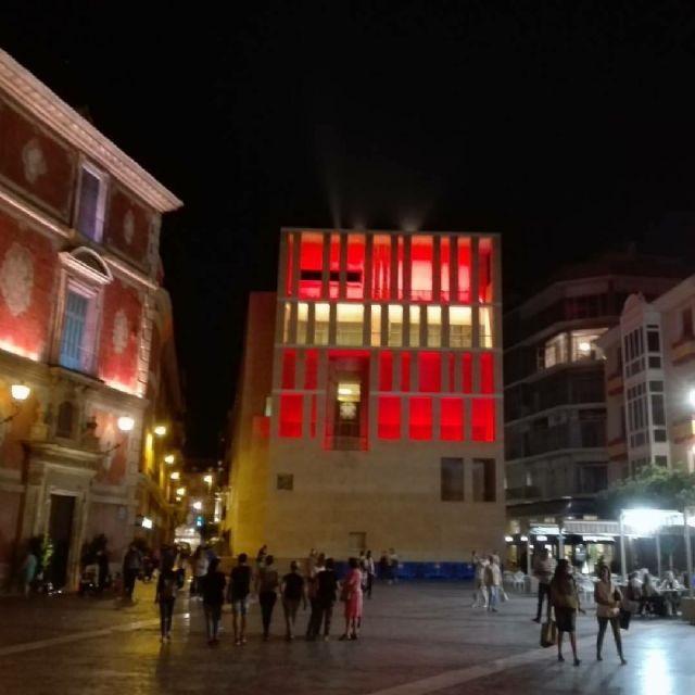 Los colores de la bandera nacional engalanan el edificio anexo al Ayuntamiento y la sede de Aguas de Murcia con motivo del Día de la Hispanidad - 2, Foto 2