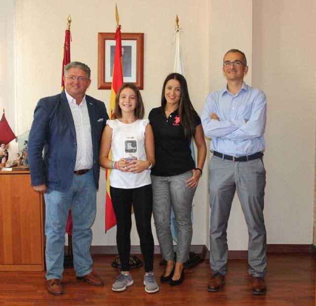 El Ayuntamiento de Los Alcázares y Aqualia entregan el premio de la 16ª Edición del Concurso Infantil - 1, Foto 1