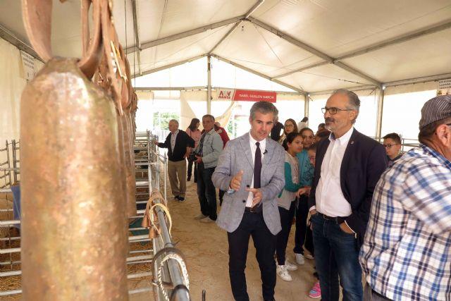 La tercera edición de la Feria del Ovino Segureño y de la Ganadería Extensiva de Caravaca arranca con las visitas de escolares - 1, Foto 1