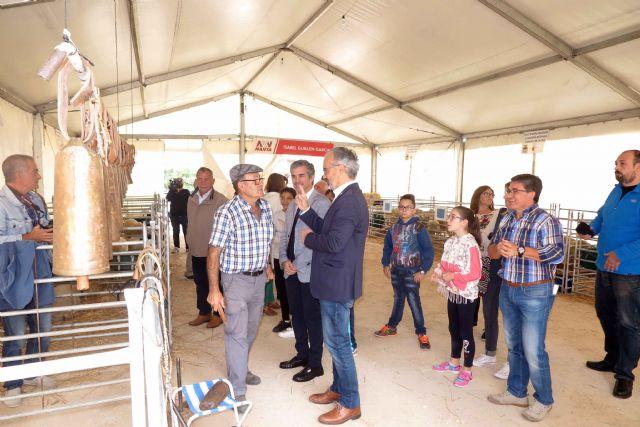 La tercera edición de la Feria del Ovino Segureño y de la Ganadería Extensiva de Caravaca arranca con las visitas de escolares - 2, Foto 2