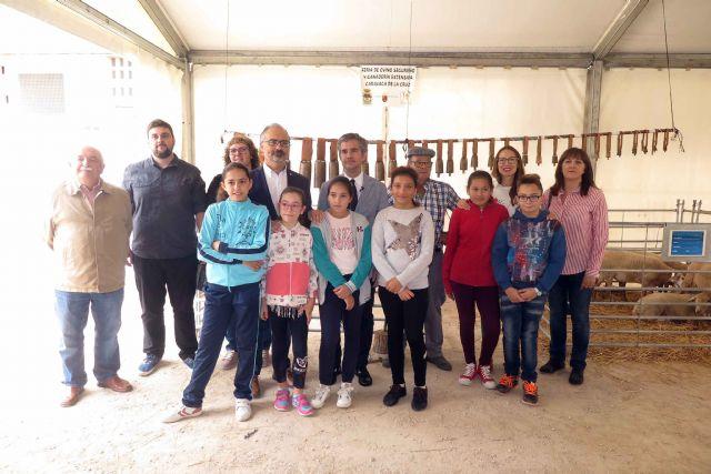 La tercera edición de la Feria del Ovino Segureño y de la Ganadería Extensiva de Caravaca arranca con las visitas de escolares - 3, Foto 3