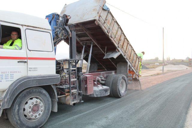 Finalizan las obras de acondicionamiento del firme del camino de Román - 1, Foto 1