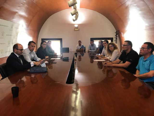 Ayuntamiento y CARM mantienen un encuentro con el Comité de Empresa de Coopbox con el objetivo de buscar nuevas vías para el mantenimiento de esta industria local - 1, Foto 1